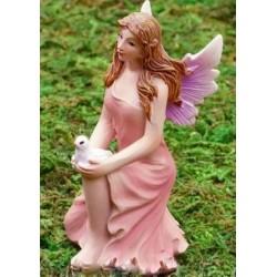Fairy XL met duif, knielend
