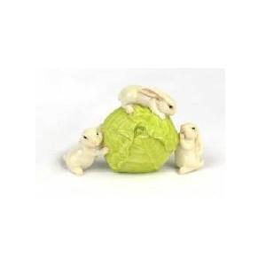 Drie konijnen en rollende spruit