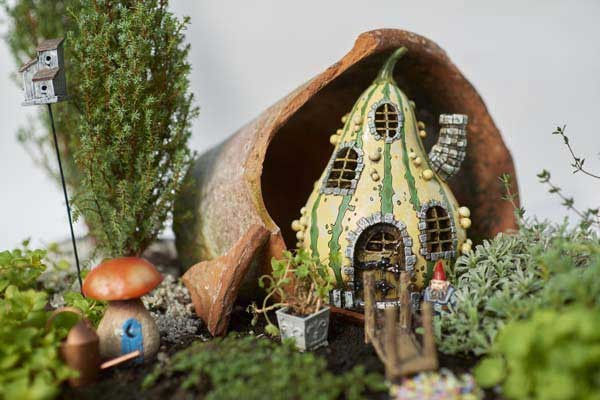 On our website fairygarden.nl you can find examples and tutorials